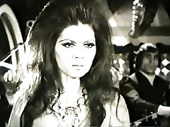 Foroozan in 'Mikhake Sefid' video